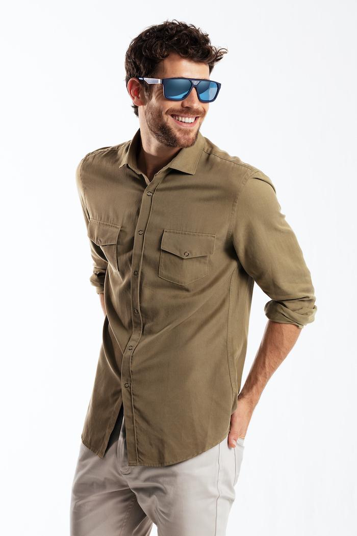 Imagen hombre en gafas de sol polarizadas